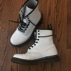 White Dr Doc Martens 8 eye combat leather boots 6